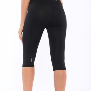 Freddy Black Capri leggings with D.I.W.O. Size 6